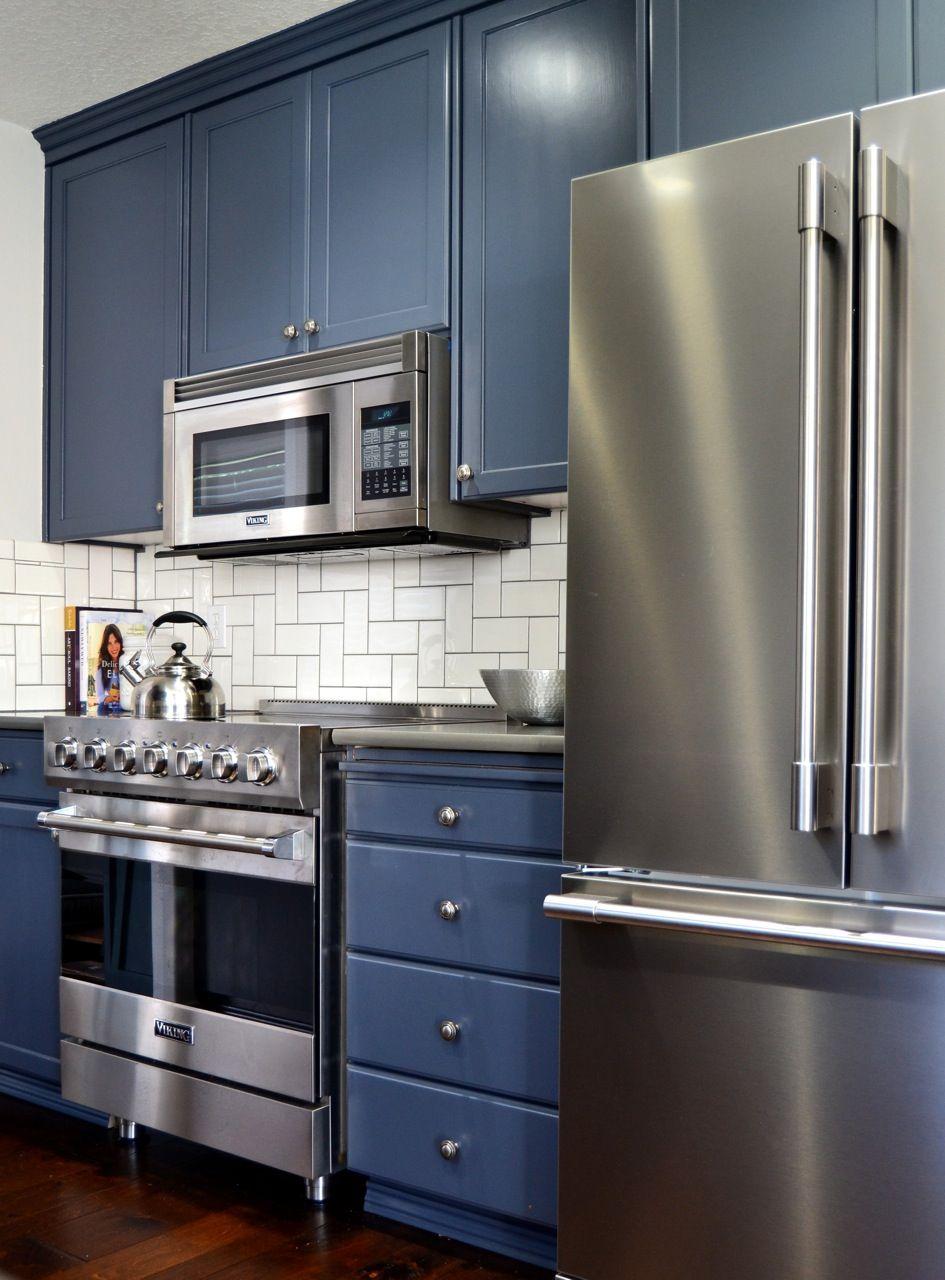 Oak kitchen refinished in Hale Navy Benjamin