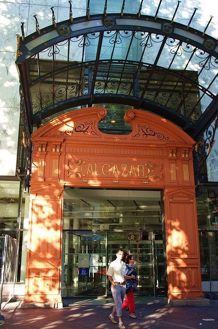 Marseille le portail de la bibliothèque de l'Alcazar cours Belsunce