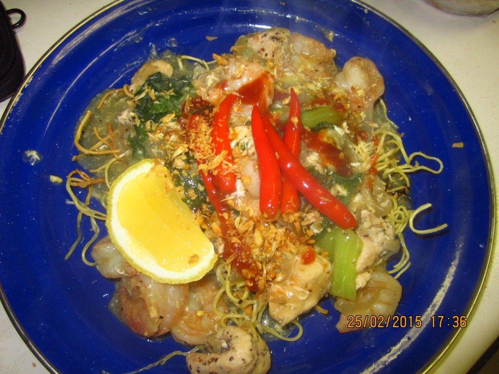 South Sulawesi Fried Noodles Creamy Soup (Mie Titi Makassar)