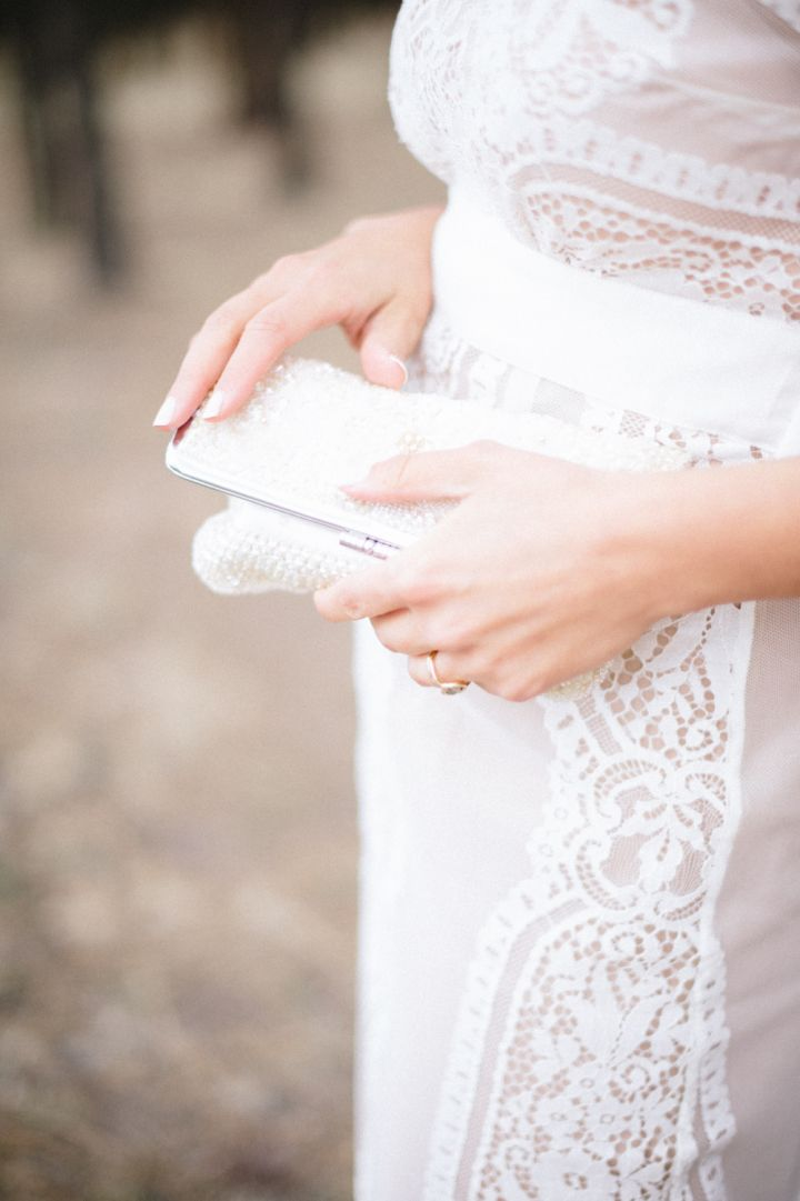 Bridal clutch - bridal accessories | fabmood.com #wedding #rusticwedding #weddingstyle #ido #weddinginspiration