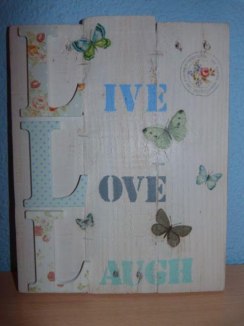 Cuadro realizado con tablas de palet, letras decoradas, estarcido ...
