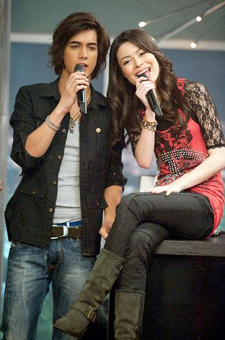 I love Carly's outfit