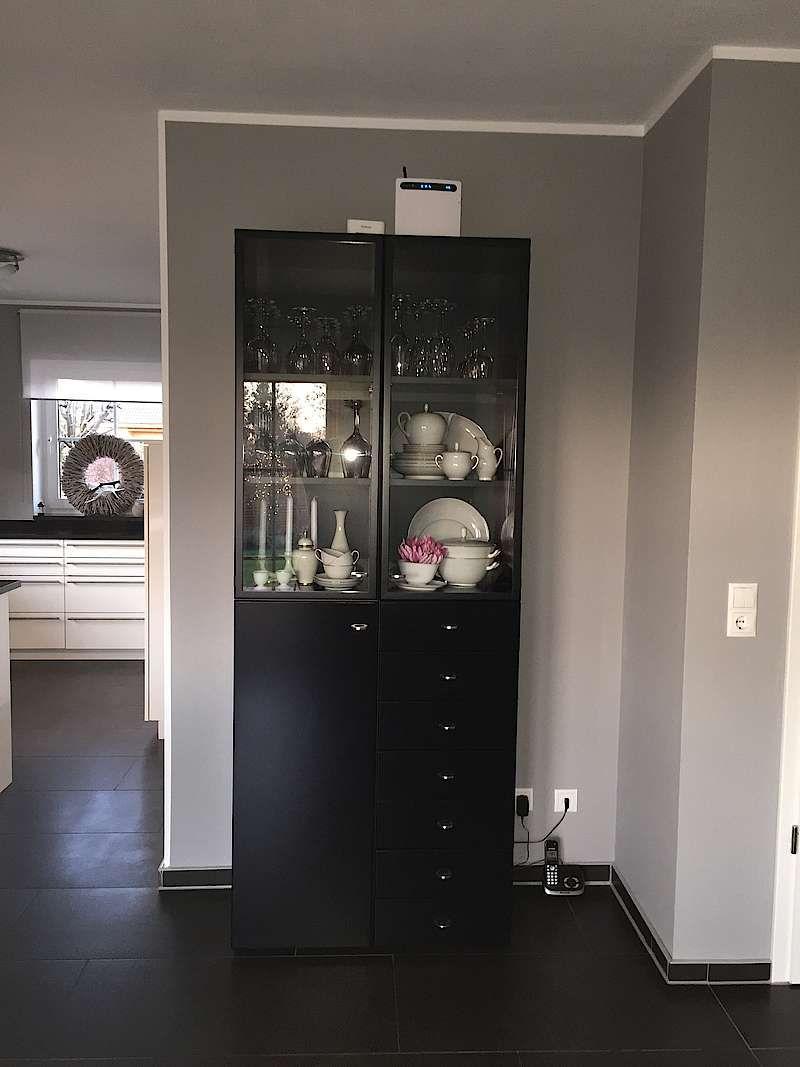 die farbe ist toll ich habe unsere dunkelvioletten seidenlatexw nde erst mit alpinawei. Black Bedroom Furniture Sets. Home Design Ideas