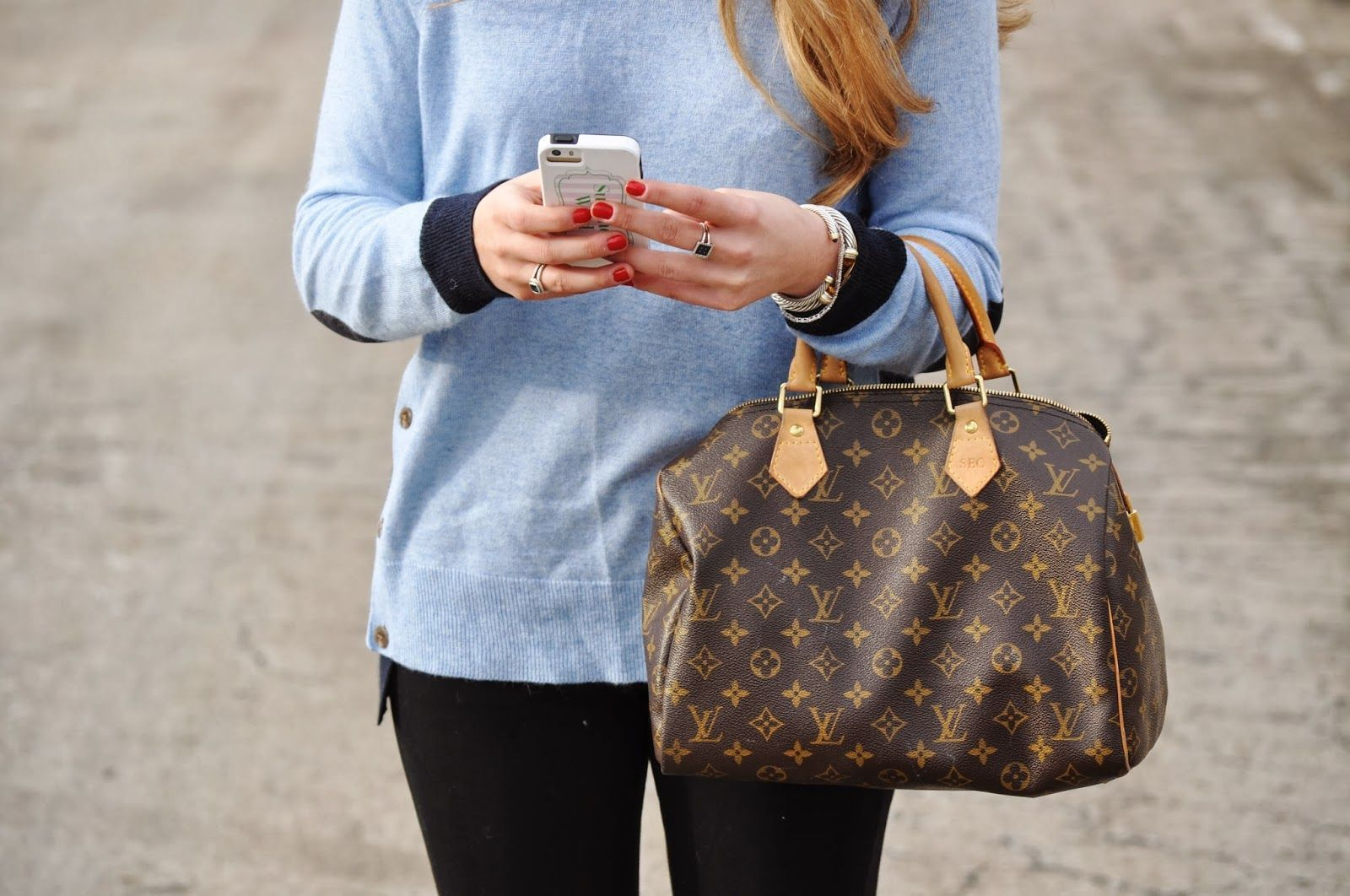 #louisvuittonspeedy #louisvuittonspeedy30  #louisvuittonbags #louisvuittonhandbags   The Louis Vuitton Speedy 30 in elegant canvas is an ideal city bag for every day. Originally created for travelers in the 1930s – the name refers to the era's rapid transit – every feature of the Speedy's design is iconic, from its unmistakable shape to the rolled leather handles, engraved padlock and detachable strap.