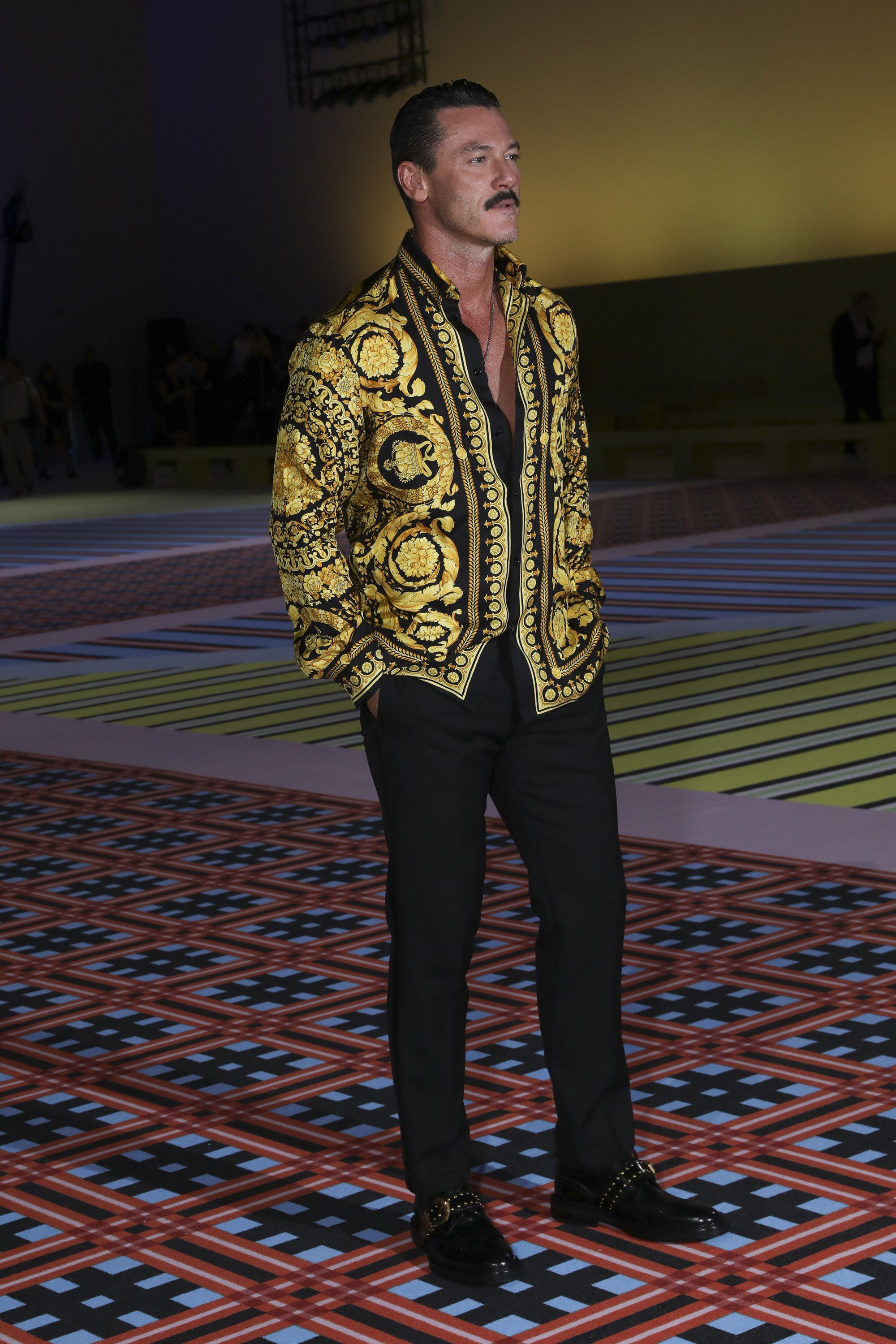 224826731 Versace Spring 2019 Ready-to-Wear Fashion Show Front Row: See front ...