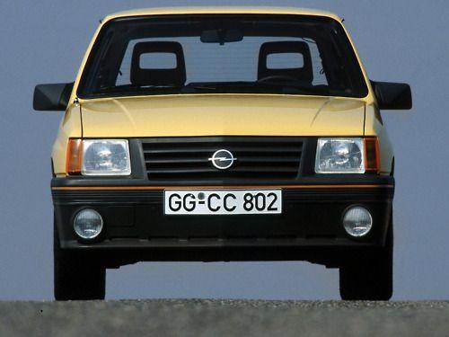 LTC Begonnen in een door trost en Co. Gehuurde gele Opel corsa