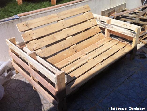 Bricolage creer du mobilier de jardin avec des palettes en bois shunrize - Canape fait avec des palettes ...
