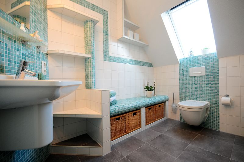 Photo Badezimmer-Jadebusen-Varel-Oldenburg-Hellblau-Mosaik-WC - mosaik im badezimmer