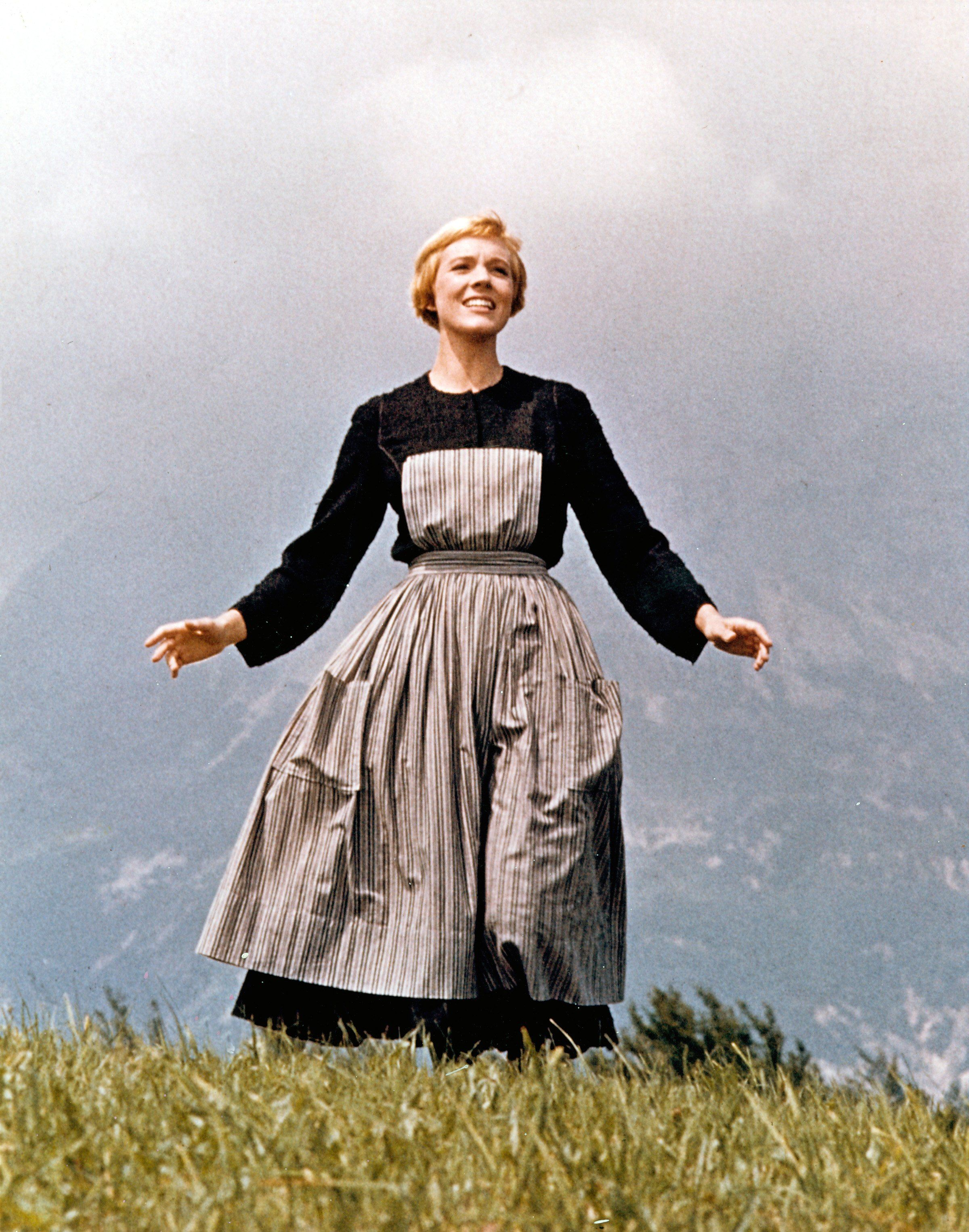 14 Stunning Photos Of Julie Andrews Over The Years Academy Awards Best Picture Sound Of Music Sound Of Music Movie