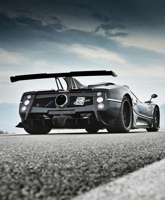 Watching this EVO video of this screaming #PaganiZonda 760RS with accelerations, exhaust shots is enough to send you to pure nirvana.