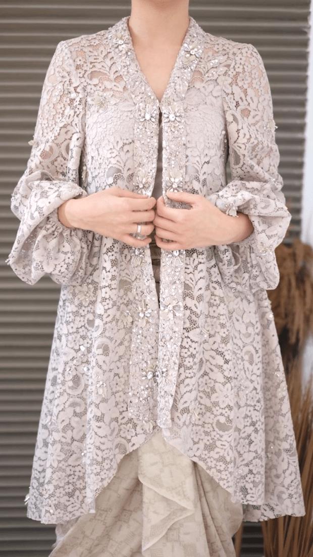 Source By Nandamp9 Dress Brokat Di 2020 Gaya Model Pakaian Model Baju Wanita Model Pakaian