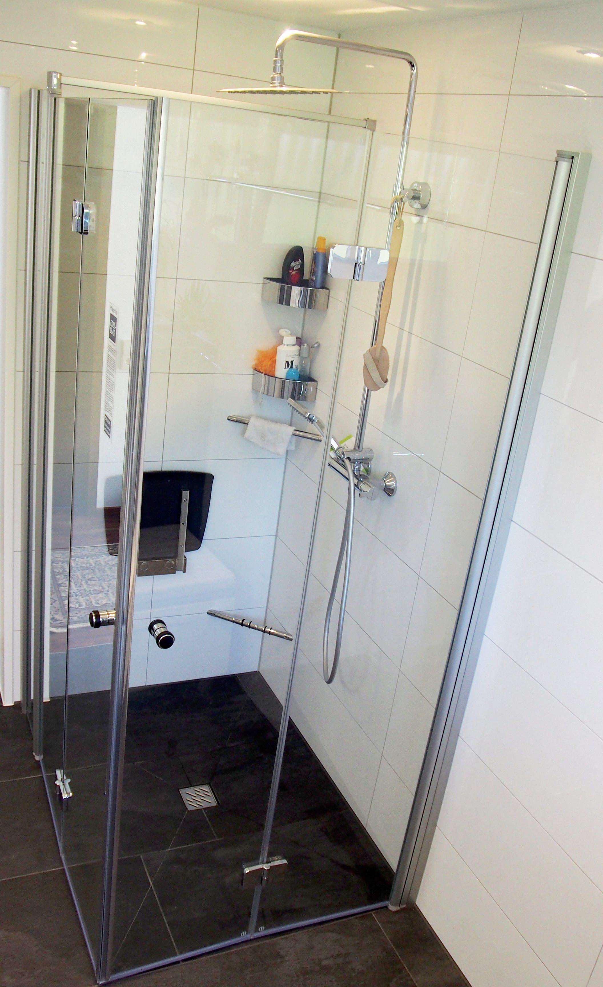 Seniorengerechtes Bad In Naturtonen Duschsitz Dusche Badezimmer
