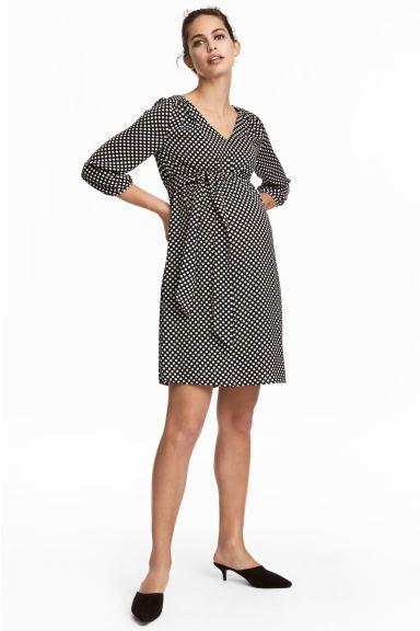 7522009902 MAMA Wzorzysta sukienka Model Pregnancy Outfits