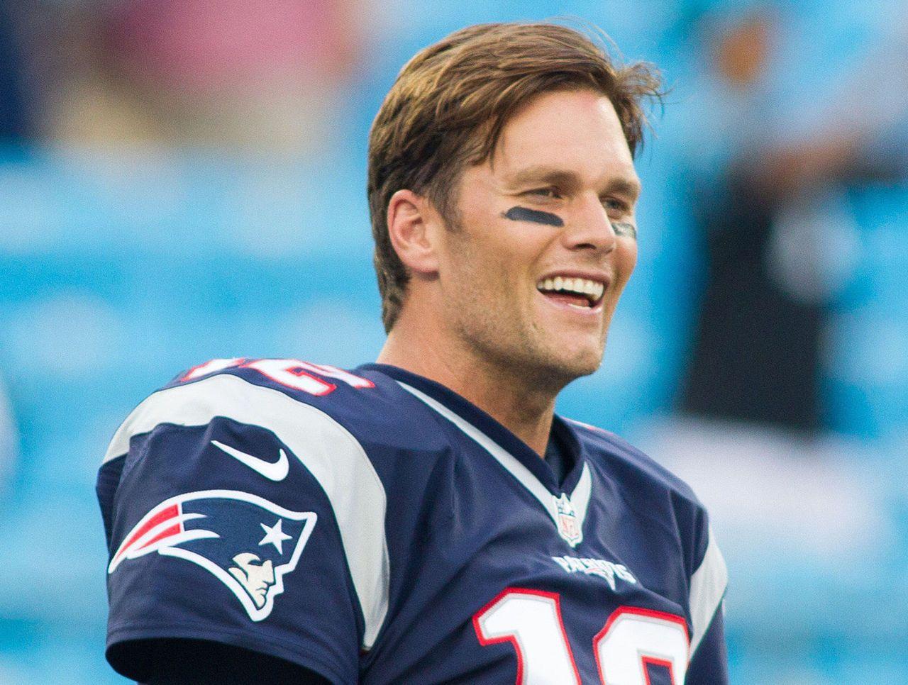 Watch Brady Makes Fun Of Deflategate In Foot Locker Ad Thescore Com Tom Brady Tom Brady News Tom Brady Michigan