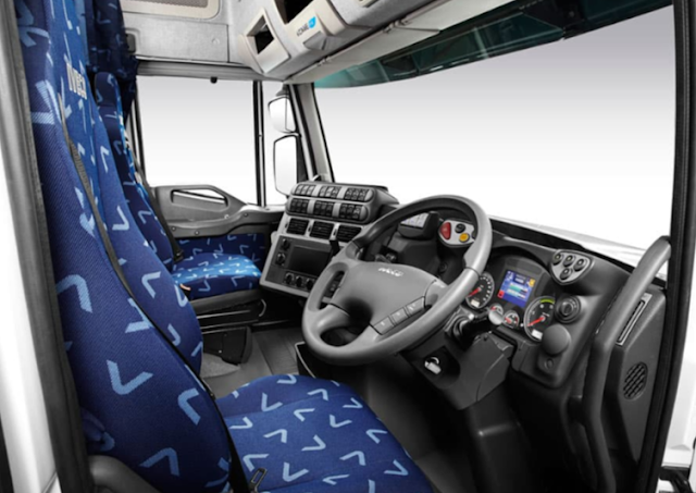 Iveco Powerstar race transporter Spesification | truck