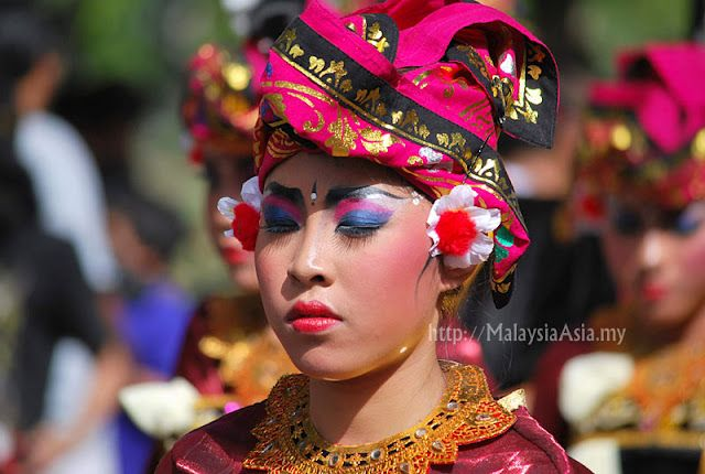 Amazing headgear from Indonesia