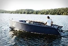 RAND boats are sleek, simplistic electric vessels for recreational use and with focus on social interaction, whether through city canals, forest lakes, or the ocean itself. Designed with simplistic, … _ 요트와 보트의 차이겠지 .. 그래도 이 정도라도 ..