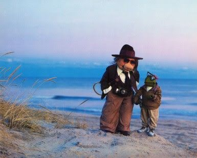 """Annie Hall """"LOVE THIS IMITATION OF MISS PIGGY AS DIANE KEATION & KERMIT THE FROG"""