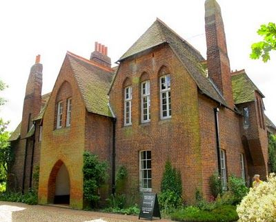 The Only House Commissioned Created And Lived In By William Morris Founder Of The Arts Crafts Movement Red With Images Red House Art And Craft Design William Morris