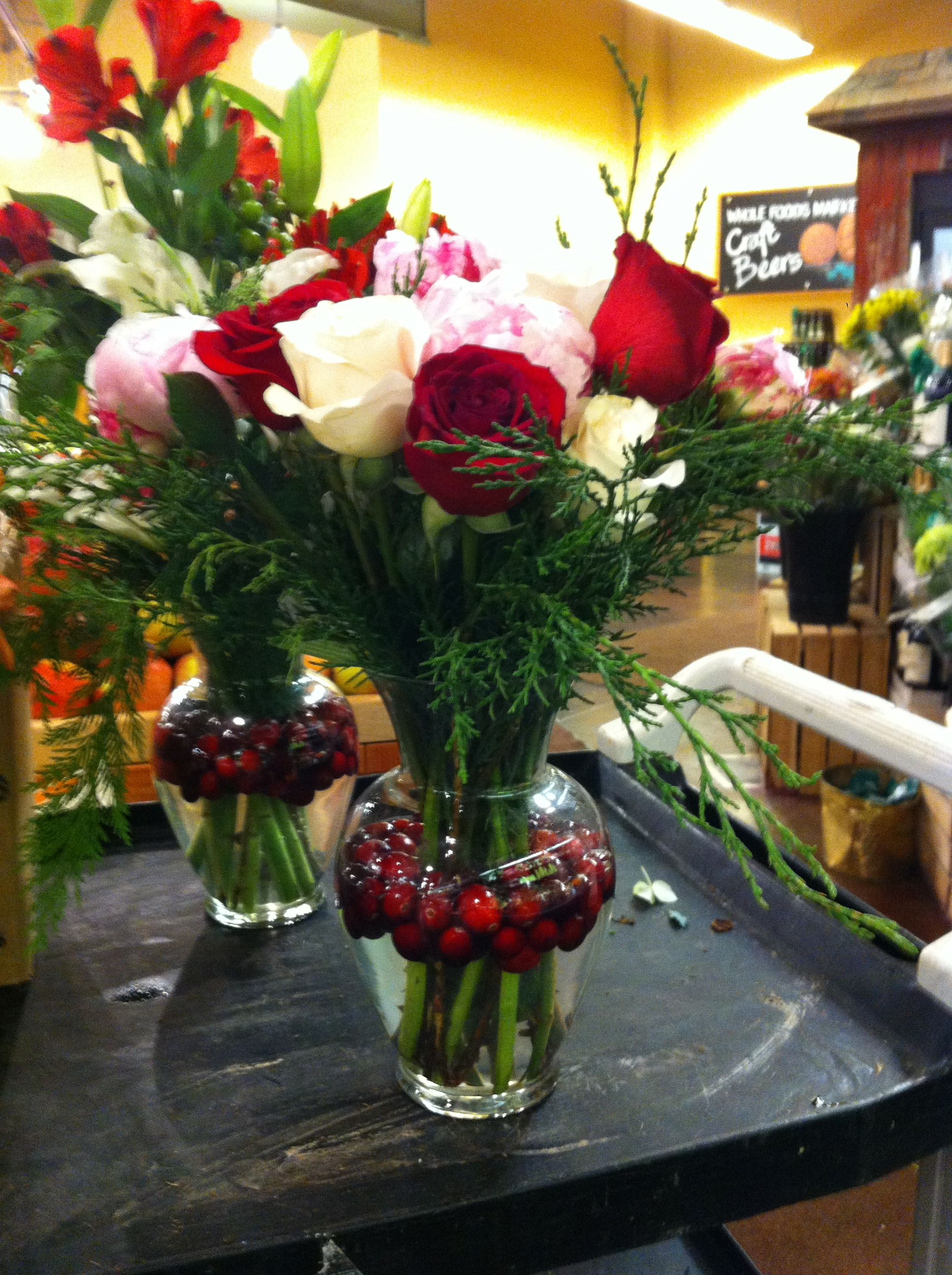 Flower Arrangement Idea I Like The Cranberry S Floating In Water