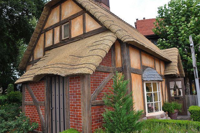 Thatched Cottage by sfPhotocraft, via Flickr