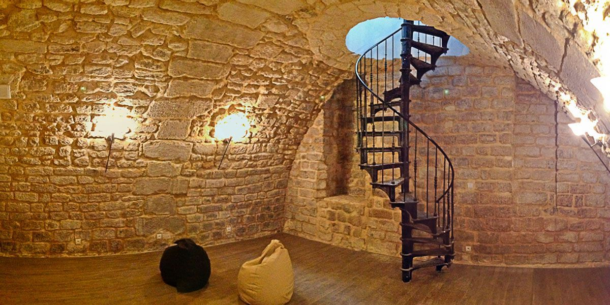 Cave Colimaçon escalier 1880 - escalier colimacon/helicoidal en fonte de l'epoque