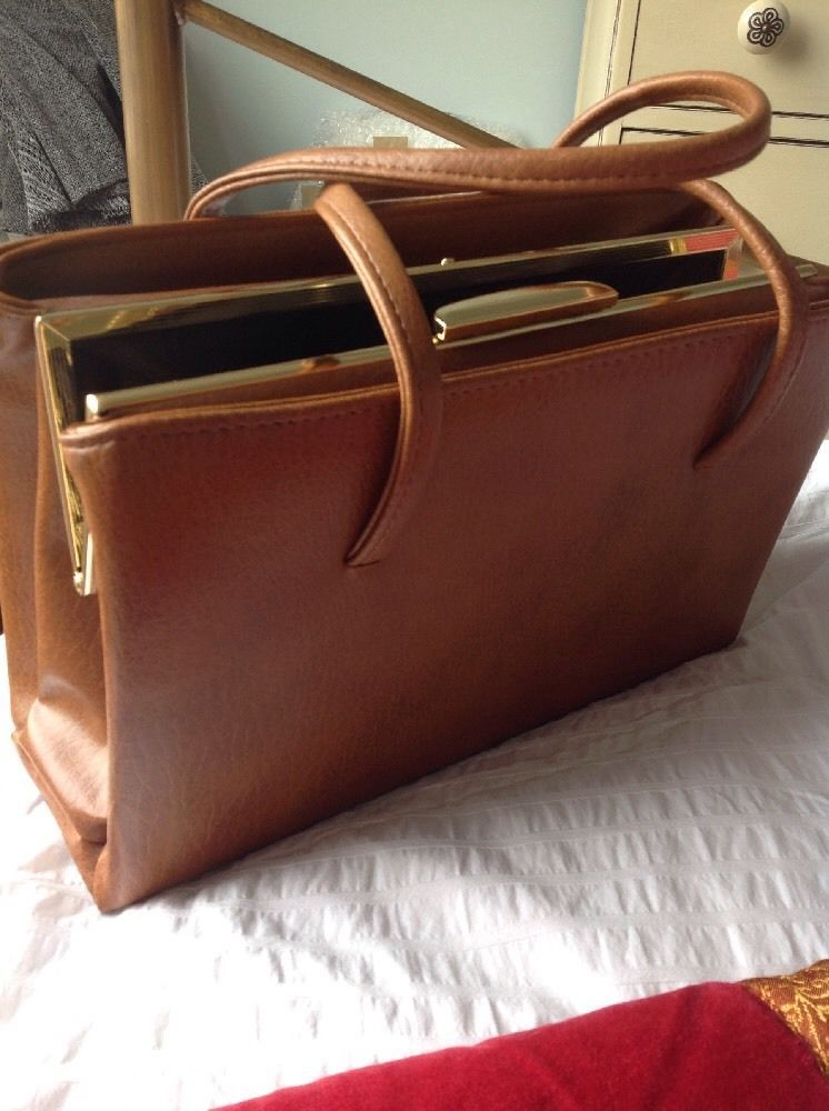 Vintage Tan Coloured Handbag With Side Zips. Clip Fastening. Immaculate  7e18801f4b0e8