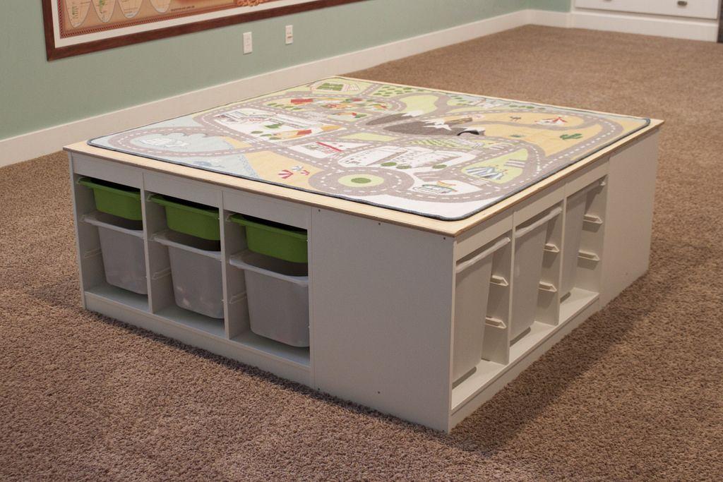 Stijlvolle Speeltafel Kinderkamer : Mooie speeltafel van 4 trofast kasten en een stadsdel autokleed van