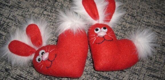 Картинки по запросу как украсить мягкой игрушкой на день святого валентина своими руками