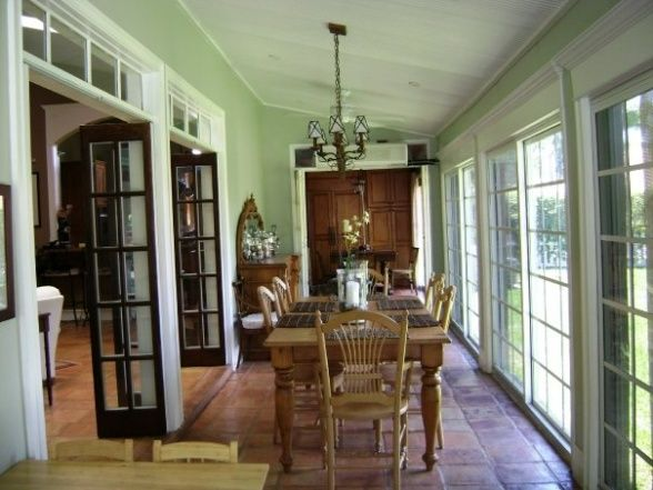 Enclosed patio on pinterest 19 pins for Dining room ideas with french doors