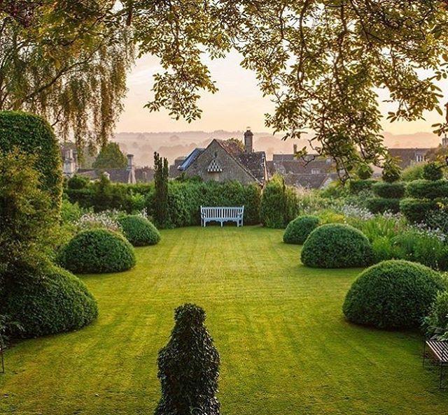 Garden At Greyhounds Burford Oxfordshire C Clive Nichols