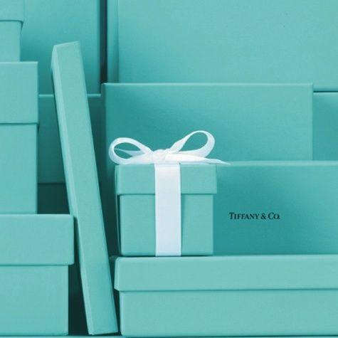 هل تعلمين قص ة اللون الأزرق الشهير ودار Tiffany جمالك Tiffany Blue Box Tiffany Blue Tiffany And Co Box