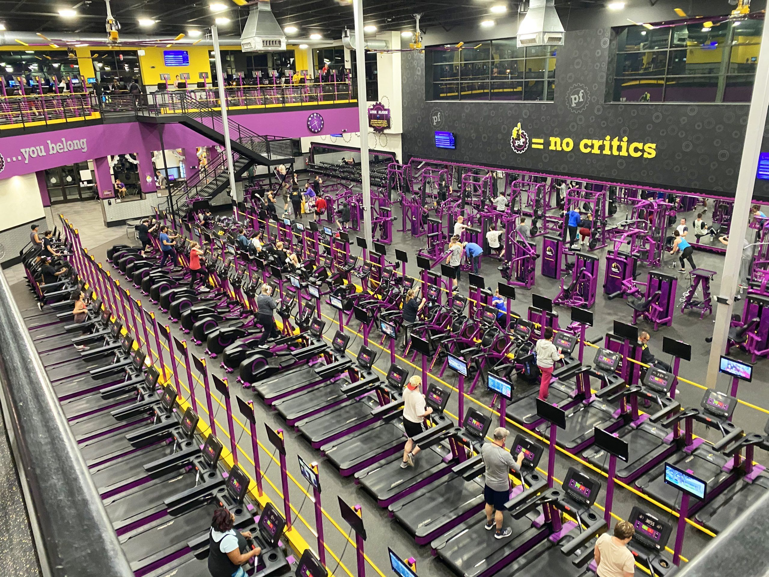 How much does it cost to buy a fitness franchise