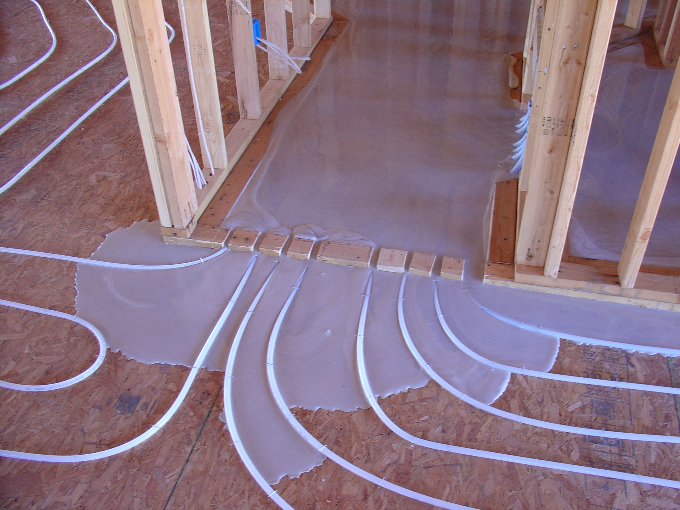 Gyp crete pour over radiant tubing solar thermal for Radiant floors