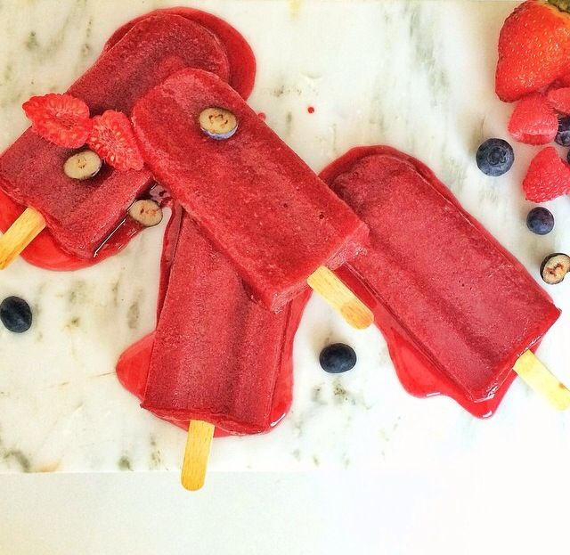 Berry lollies with fresh summer berries.