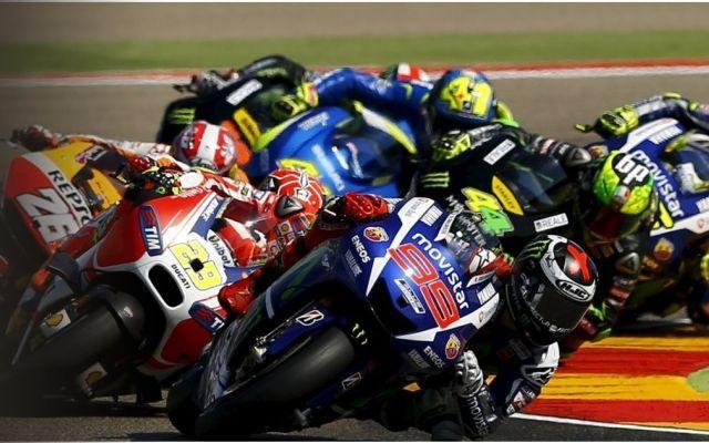 MotoGP Aragon, gara in chiaro su TV8? Ecco orari e dirette TV Si scaldano i motori per la gara di Aragon, appuntamento del mondiale di MotoGp in casa del leader del mondiale Marc Marquez. Lo spagnolo in vetta alla graduatoria con 43 punti di vantaggio su Valent #motogp