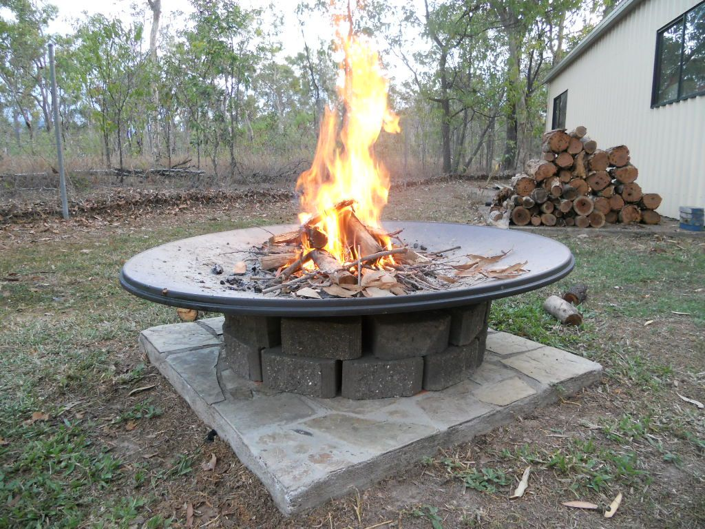 Backyard outdoor decorating ideas - Old Satellite Dish Upcycled As An Aus Star Firepit