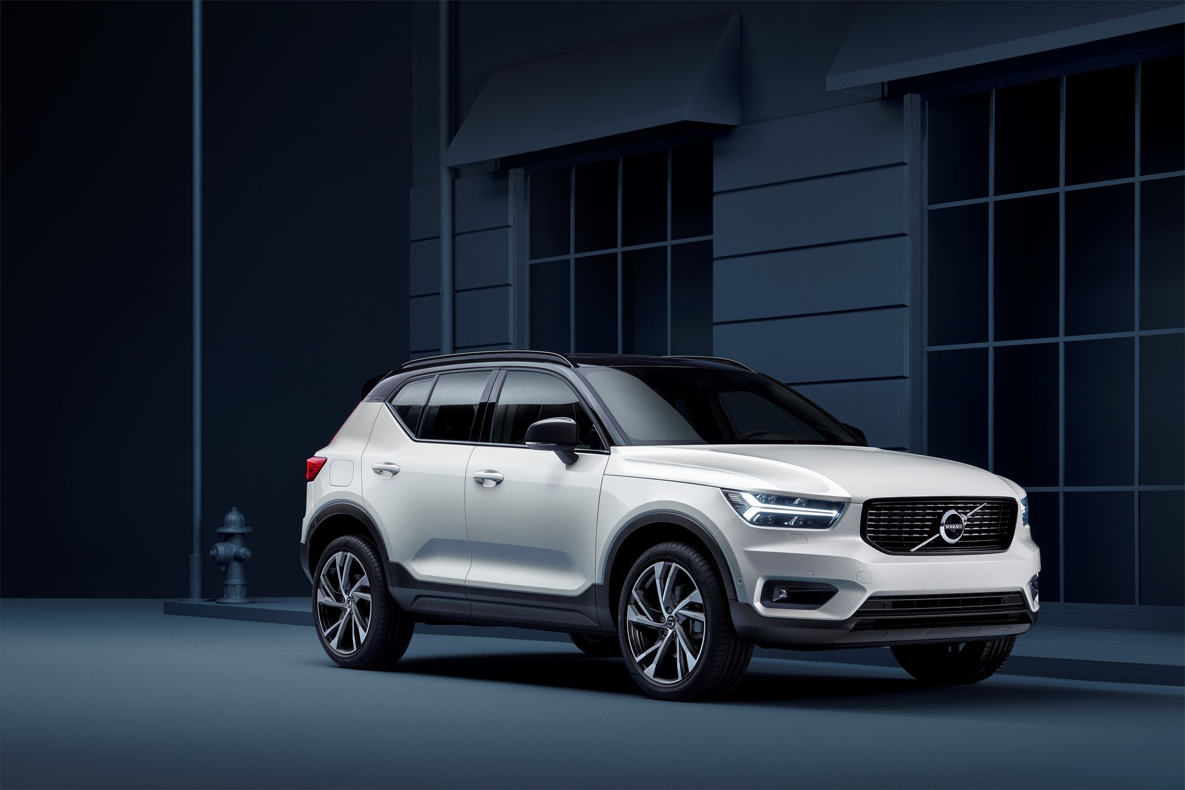 The Volvo Xc40 Is The Fashionable Suv You Can Buy Like A Phone Volvo Cars Volvo Volvo Models