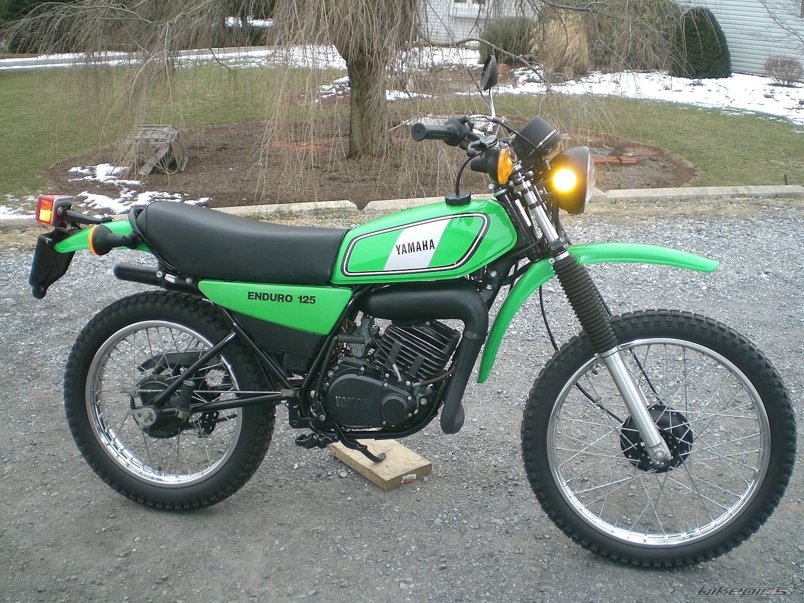 1977 yamaha dt125 enduro vintage. Black Bedroom Furniture Sets. Home Design Ideas