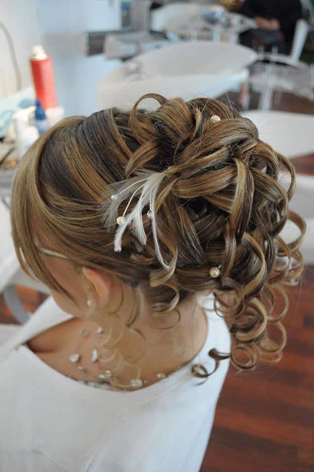Chignons de mariée : 25 modèles pour vous inspirer   Chignon mariée, Chignon bouclé mariage ...