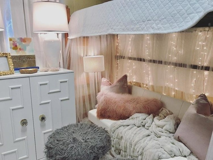 Pin by Mckenzie Pearce on Dorm room | Lofted dorm beds ...