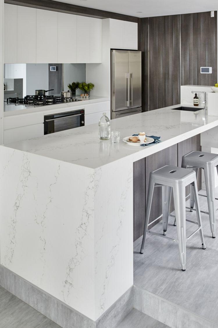 Naturstein In Der Kuche Moderne Optik Fur Arbeitsplatte Ruckwand Co Moderne Kuche Moderne Weisse Kuchen Und Kuchen Design