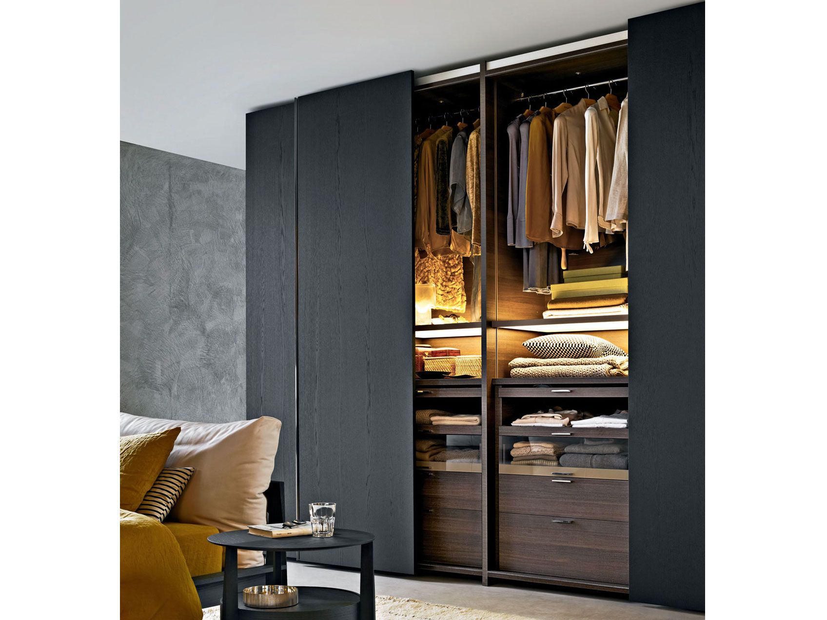 sectional wardrobe with sliding doors gliss quick gliss collection by molteni wardrobe. Black Bedroom Furniture Sets. Home Design Ideas