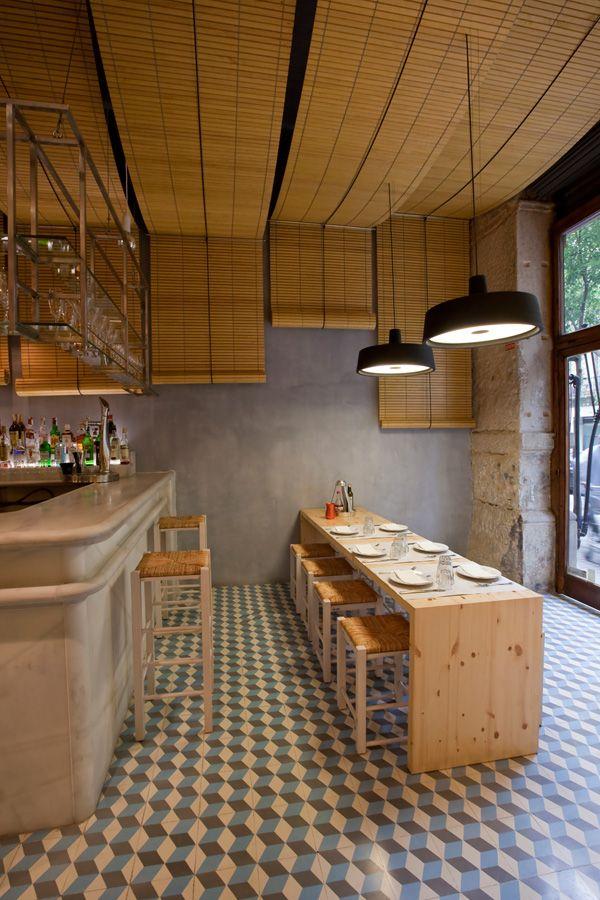 Marset - Soho pendant lamp by Joan Gaspar in Dionisos restaurant Barcelona. Interior  design by Minos Digenis arquitectos Lighting for restaurants & taverns