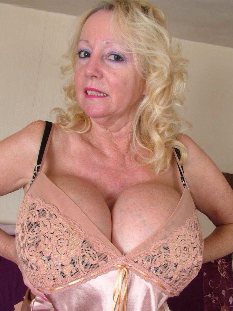 Hot nude girls masterbaiting