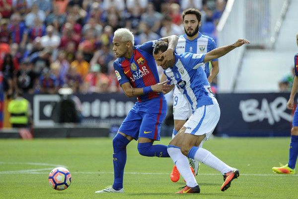 Barcelona's Brazilian (L) forward Neymar vies with Leganes's defender Victor…