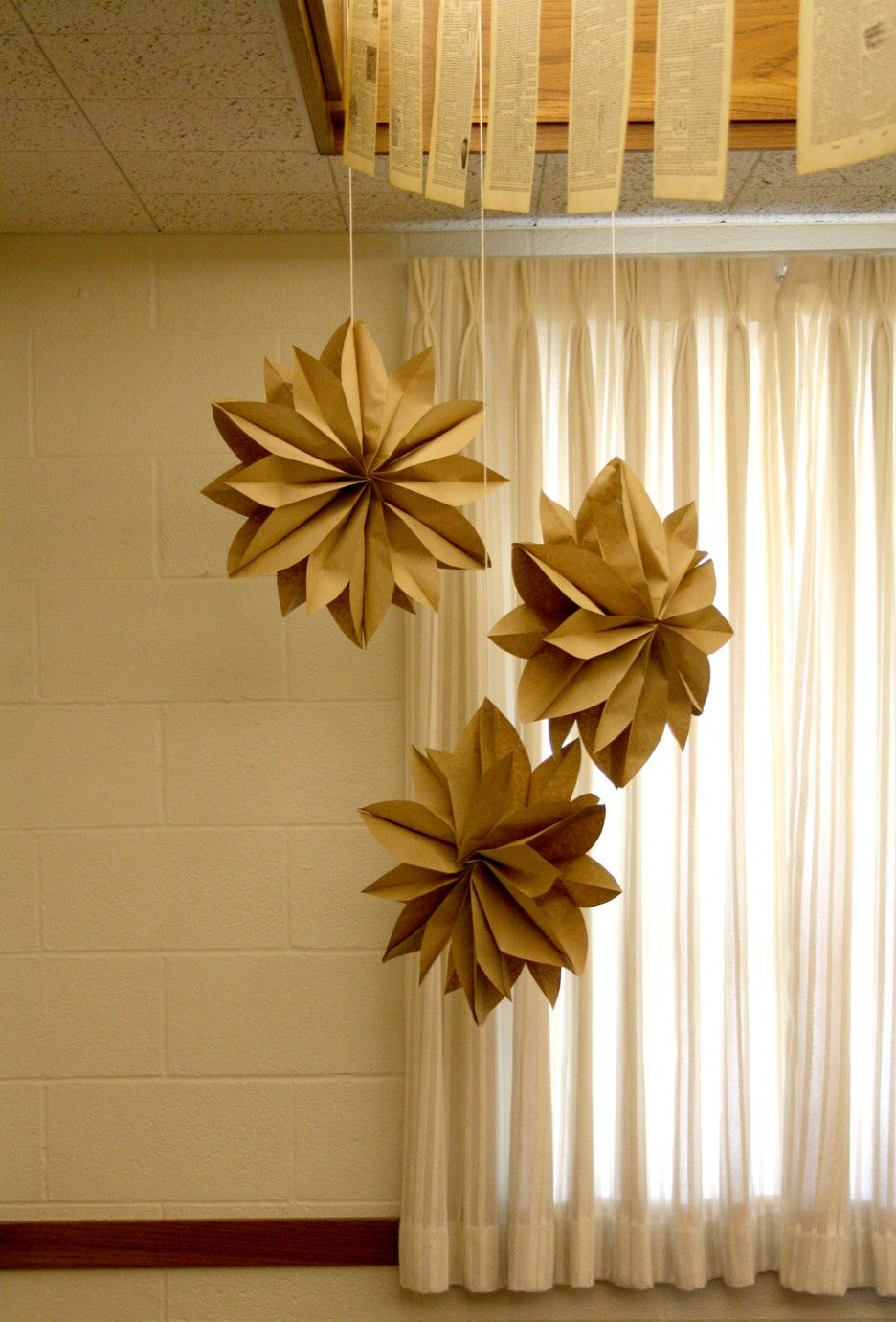 Make paper christmas decorations snowflakes - Lovely Martha Stewart Inspired Five Star Brown Paper Christmas Decoration Beautiful Martha Stewart Christmas Home Decoration Ideas