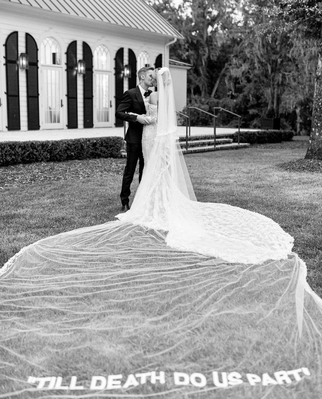 The Biebers Wedding Justin Bieber Hailey Bieber Off White Wedding Dresses Hailey Baldwin Wedding Dress Celebrity Wedding Dresses