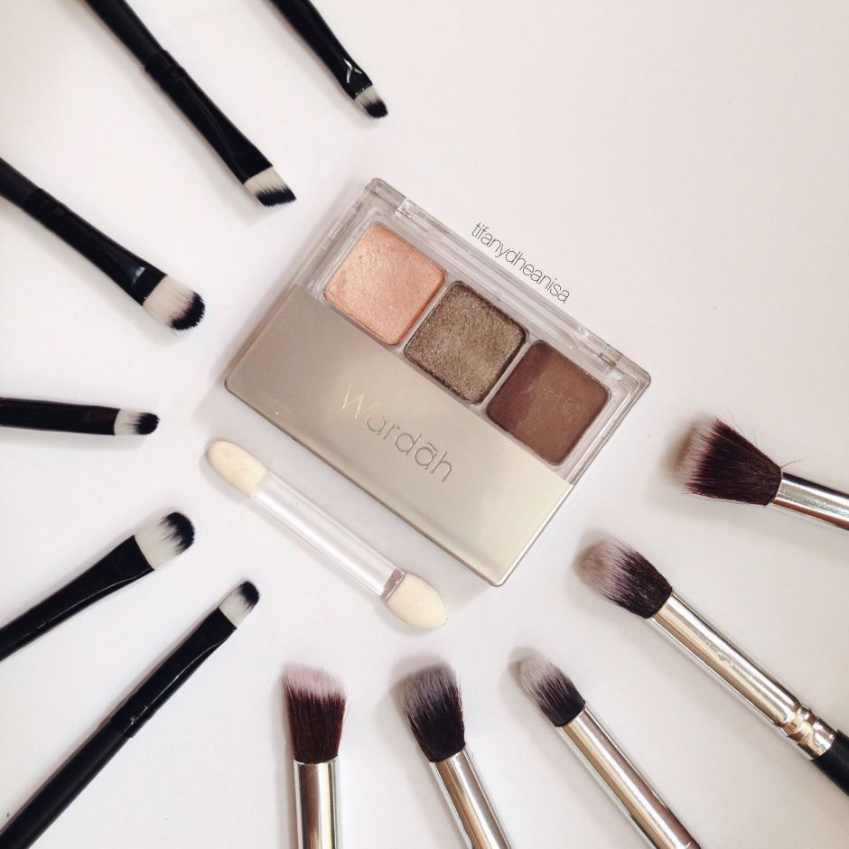 Wardah Makeup Kit Review Saubhaya Double Function Concealar Eye Shadow Indonesian Local Brand Eyeshadow Product