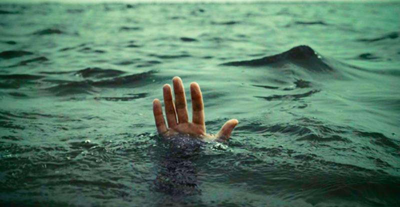 """""""Корабль терпит кораблекрушение. Эта супружеская пара, сумела добраться до спасательной шлюпки, но, к их глубокому сожалению, там было только одно место. Муж сам забрался в лодку, оставив жену..."""